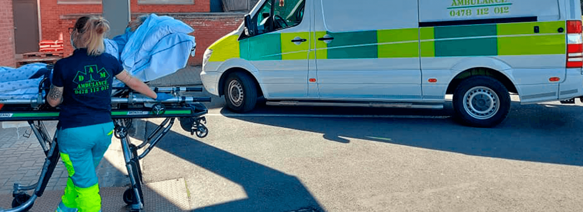transport en urgence sur brancard vers l'ambulance Dam Ambulance